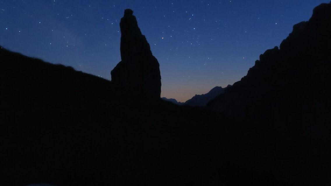 campanile di val montanaia di notte